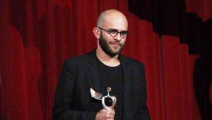 عکس اینستاگرامی بابک حمیدیان با جایزه جشنواره