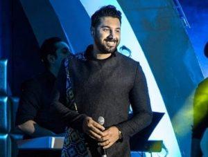 عکس اینستاگرام احسان خواجه امیری در حال اجرا در کنسرت