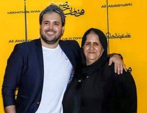 عکس اینستاگرام علی عبدالمالکی در کنار مادرش