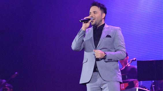 عکس اینستاگرام علی عبدالمالکی در اجرای کنسرتش