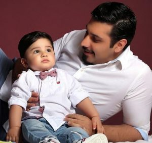 عکس اینستاگرام احسان خواجه امیری در کنار فرزندش