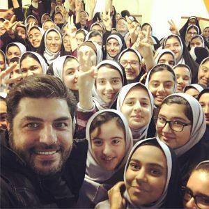 عکس اینستاگرامی سام درخشانی در جمع دختران