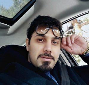 عکس اینستاگرام احسان خواجه امیری در ماشین در حین رانندگی