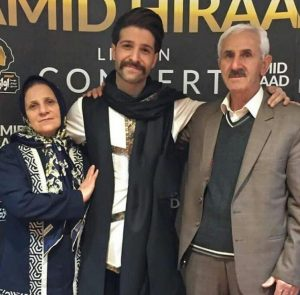 عکس اینستاگرام حمید هیراد در کنار پدر و مادرشعکس اینستاگرام حمید هیراد در کنار پدر و مادرش