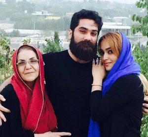 عکس اینستاگرام علی زند وکیلی در کنار مادر و خواهرش