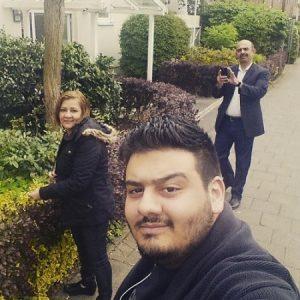 عکس اینستاگرام امیر حسین افتخاری در کنار پدر و مادرش