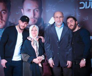 عکس اینستاگرام مسیح در کنار پدر و مادر و برادرش