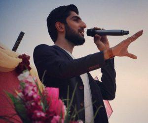 عکس اینستاگرام میلاد هارونی در حال اجرا