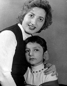 عکس اینستاگرام گوگوش (فائقه آتشین) در کنار مادرش