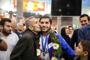 بیوگرافی افشین کاظمی به همراه داستان زندگی شخصی و عکس های اینستاگرامی