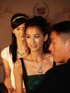 بیوگرافی هوانگ شنگیی به همراه داستان زندگی شخصی و عکس های اینستاگرامی