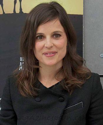 بیوگرافی النا آنایا