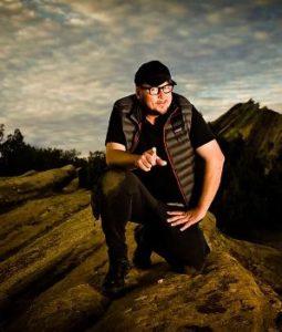 بیوگرافی نیک لیون به همراه داستان زندگی شخصی و عکس های اینستاگرامی