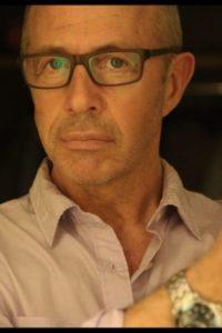بیوگرافی پیتر چلسوم به همراه داستان زندگی شخصی و عکس های اینستاگرامی