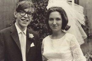 بیوگرافی استیون هاوکینگ به همراه داستان زندگی شخصی و عکس های اینستاگرامی