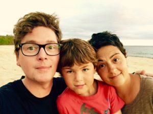 بیوگرافی بیز استون به همراه داستان زندگی شخصی و عکس های اینستاگرامی
