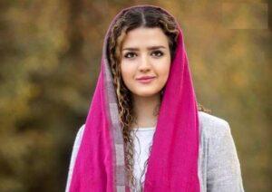 بیوگرافی روژان آریامنش به همراه داستان زندگی شخصی و عکس های اینستاگرامی